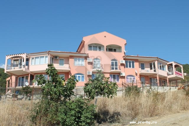 Купить трехкомнатную квартиру в Болгарии с видом на море